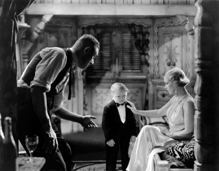 There's no way I'd get away with a funny screen cap. So enjoy some lovely black and white cinematography instead!