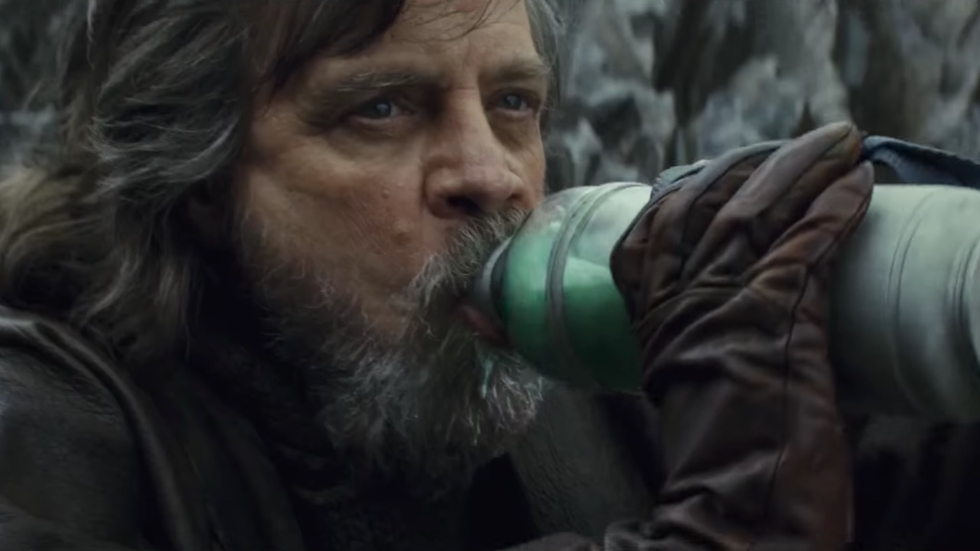 Mark Hamill Complains About THE LAST JEDI Again; This Time it's About  Milking The Alien Creature — GeekTyrant